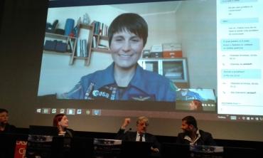 Anche gli astronauti si ammalano: Astrosamantha e la conferenza via skype