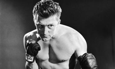 Tanti auguri a Kirk Douglas: la fossetta nel mento più famosa del cinema compie 100 anni