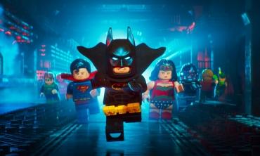 Il suo nome è Batman. E ha un addominale in più.