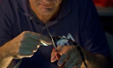 L'ultimo metro di pellicola: un toccante omaggio alla magia del nastro perforato
