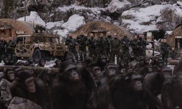 """The War – Il Pianeta delle scimmie: """"Ape-pocalypse Now""""."""