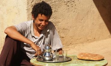 My name is Adil, l'incredibile dono di saper mostrare l'emigrazione con poesia