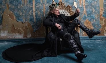 Riccardo va all'inferno. Un irriconoscibile Massimo Ranieri nella riuscita opera dark di Roberta Torre