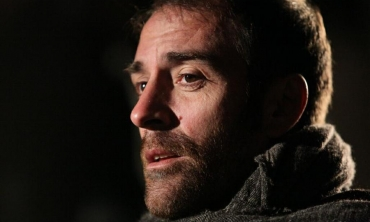 Valerio Mastandrea, saltellando dal Costanzo Show a La Linea Verticale