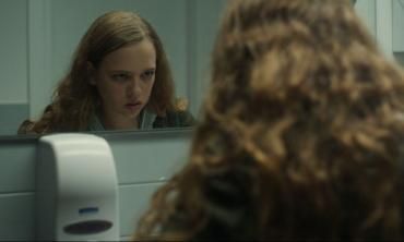 Broken Mirrors, una metafora emozionante sui mutamenti di un Paese