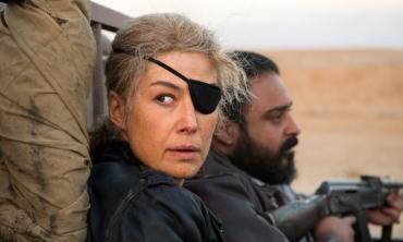 A Private War, l'orrore della guerra secondo Marie Colvin