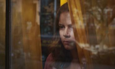 La donna alla finestra: sul grande schermo il thriller basato sul romanzo di A.J. Finn, con Amy Adams, Gary Oldman e Julianne Moore