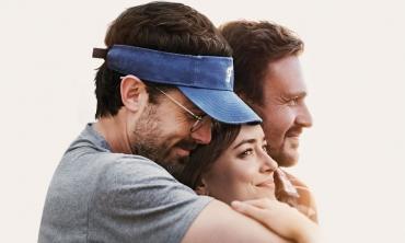 L'amico del cuore: su Prime Video una toccante storia vera con Dakota Johnson e Casey Affleck