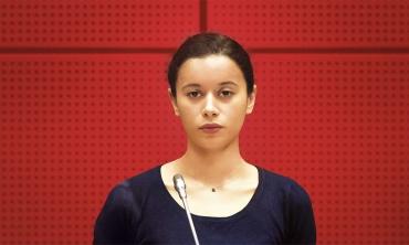 La ragazza con il braccialetto di Stéphane Demoustier arriva finalmente nelle sale italiane